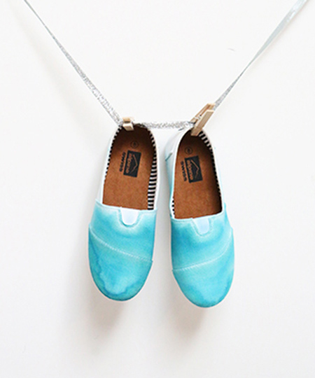 رنگ آمیزی کفش های ساده