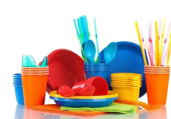 تمیز کردن ظروف پلاستیکی
