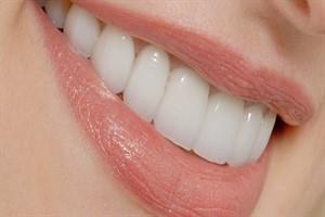 سلامت دهان و دندان با این ویتامین ها و مواد غذایی