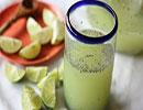 شربت آب لیموترش با تخم شربتی یک نوشیدنی فوق العاده برای رمضان