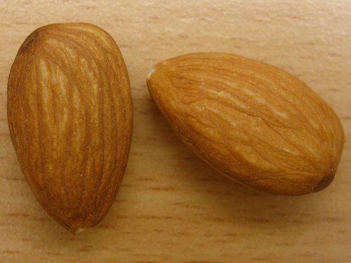 خوردن بادام در بارداری