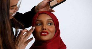 نگاهی به زندگی حلیمه آدن سوپر مدل باحجاب و عکسهای زیبایش