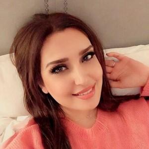 زندگی مژده جمال زاده؛ یکی از زیبارویان خوش صدای جهان!