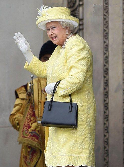 تیپ زنان اشراف زاده در جشن تولد ۹۰ سالگی ملکه الیزابت +عکس