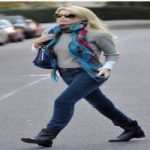 شلوارهای جین مختلف را با چه کفش هایی بپوشیم؟ خانم ها بخوانند+تصاویر