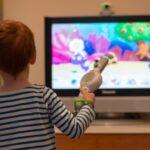 خطرات تماشای زیاد تلویزیون برای کودکان