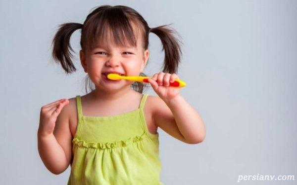 آموزش مسواک زدن پیش از دندان هاى اصلى