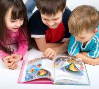 نگاه کردن به چشمان کودک موجب تقویت هوش وی می شود