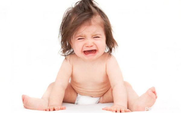 چگونه دلیل گریه کودکمان را تشخیص بدهیم؟