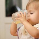 کی و چقدر آبمیوه به کودکمان بدهیم؟