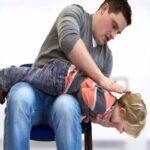 با گیرکردن اجسام در گلوی بچه ها چه کنیم؟