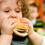 خطرات چاقی در کودکی: علتها