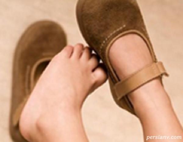 علت کج گذاشتن پا هنگام راه افتادن کودکان