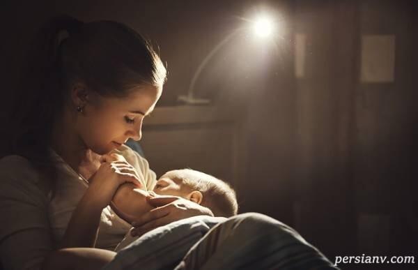 بیدار کردن یا نکردن نوزاد برای شیر خوردن در خواب