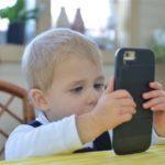 آیا ضرورت دارد برای کودکان موبایل خرید؟