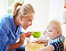 رفتارهای اشتباه والدین که باعث عادتهای بد غذایی کودک می شود