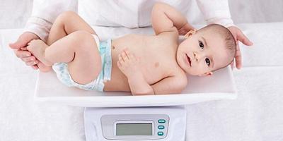 وزن گیری نوزاد از 6 تا 12 ماهگی با این راهنمای ها