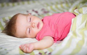 استفاده از بالش برای نوزاد چه زمانی مناسب است