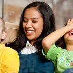 کودکمان را برای نگهداری نزد بستگان بگذاریم یا مهد کودک؟