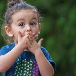 آیا علت بددهنی کودکان رفتارهای والدین است؟