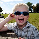 آیا لازم است کودکان عینک آفتابی بزنند؟