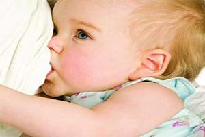 درمان ترک و زخم سینه در زمان شیردهی