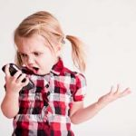 شیوع نزدیک بینی در کودکان بر اثر استفاده از موبایل و تبلت!