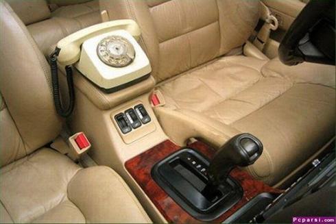 عکس: این خودروی مدرن مجهز به تلفن هستش