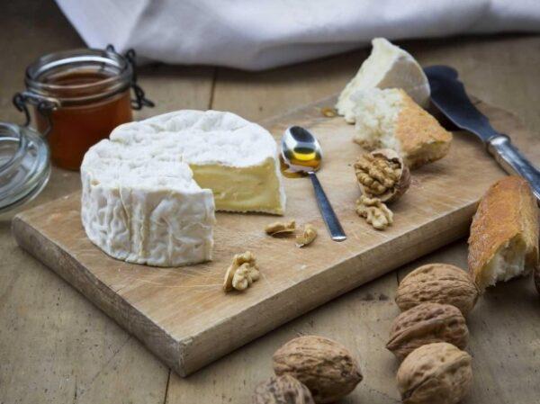 چرا باید پنیر را با گردو خورد ؟