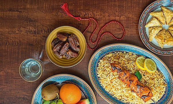 افراط در مصرف مواد غذایی در ماه رمضان موجب افزایش چربی خون می شود