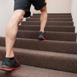 روش صحیح بالا رفتن از پله ها