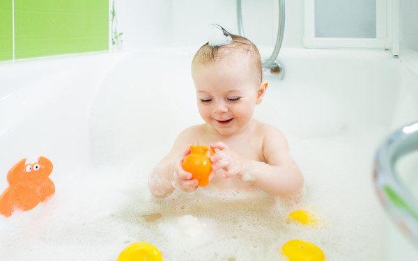 چند بار در هفته می توان کودکان را حمام کرد و چگونه؟