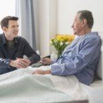 وقتی به عیادت بیماران می رویم، برایشان چه ببریم؟