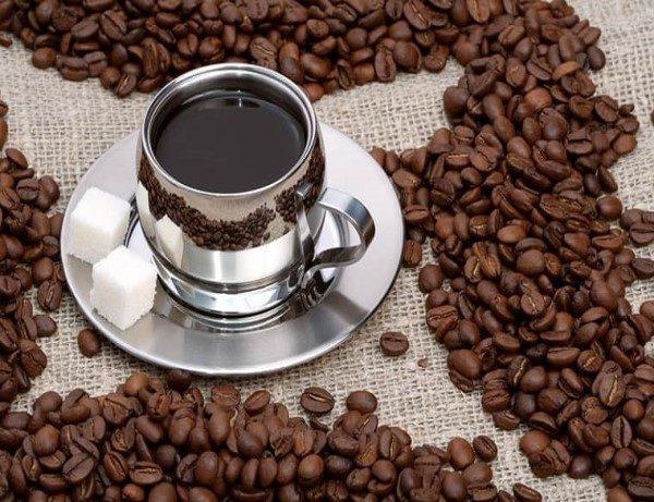 خوردن قهوه و چای در فصل تابستان آب بدن را کم میکند
