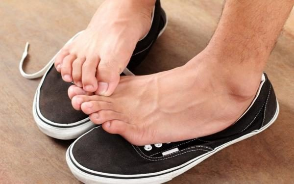 علت بوی پای مردان