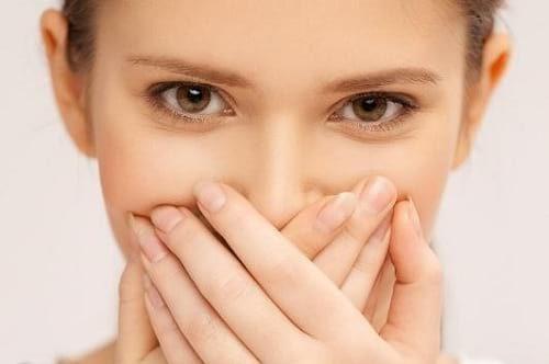 علت بوی بد دهان در صبح و راه حل هایی برای از بین بردن آن