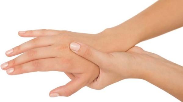 همه چیز درباره لرزش دست ها و درمان آنها