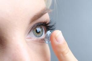 لنزهای رنگی چه صدماتی به چشم ها میزنند؟