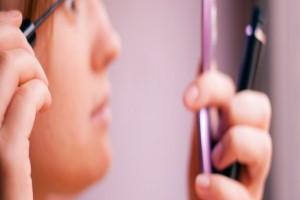 خطرات لوازم آرایشی چیست؟ و چه آسیبی به مغز و کلیه ها میزنند؟