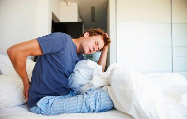 خوابیدن بر پشت چه آسیبی به بدن وارد میکند؟