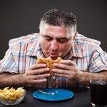 غذا خوردن با عجله ممنوع | نکاتی برای آرام تر غذا خوردن