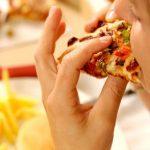 میدانید چرا نباید همبرگر و پیتزا را بخورید؟