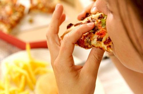 مضرات همبرگر و پیتزا