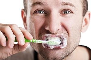 خونریزی لثه به هنگام مسواک زدن ۶ علت دارد