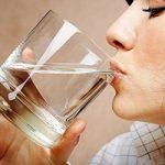 ۵ خطای رایج درباره نوشیدن آب که باید بدانید