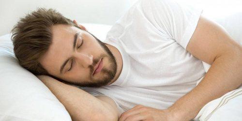 دلایل عرق کردن هنگام خواب
