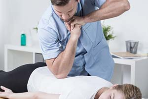 بهترین روش درمان کمر درد ماساژ است یا داروی مسکن ؟؟