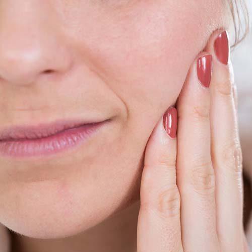 با این ۱۰ روش طبیعی درمان دندان درد را در خانه انجام دهید