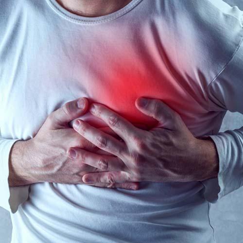 علت درد قفسه سینه چیست؟ ۲۶ دلیل متفاوت برای درد و گرفتگی قفسه سینه