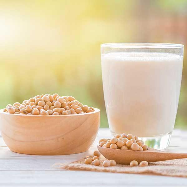 هر آنچه باید در مورد خواص سلامت شیر سویا بدانید